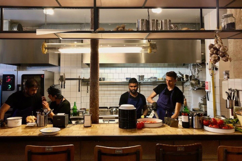 13_59_59_22_restaurant_miznon_grands_boulevards_paris.jpeg