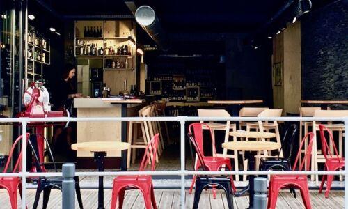 18_11_00_98_restaurant_bar_a_vin_une_fille_et_des_quilles_angers.jpeg